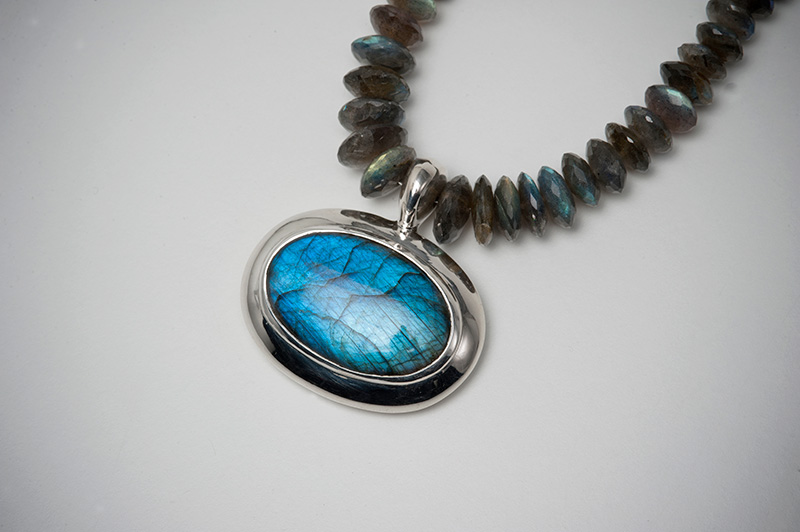 Neckpiece in Labradorite